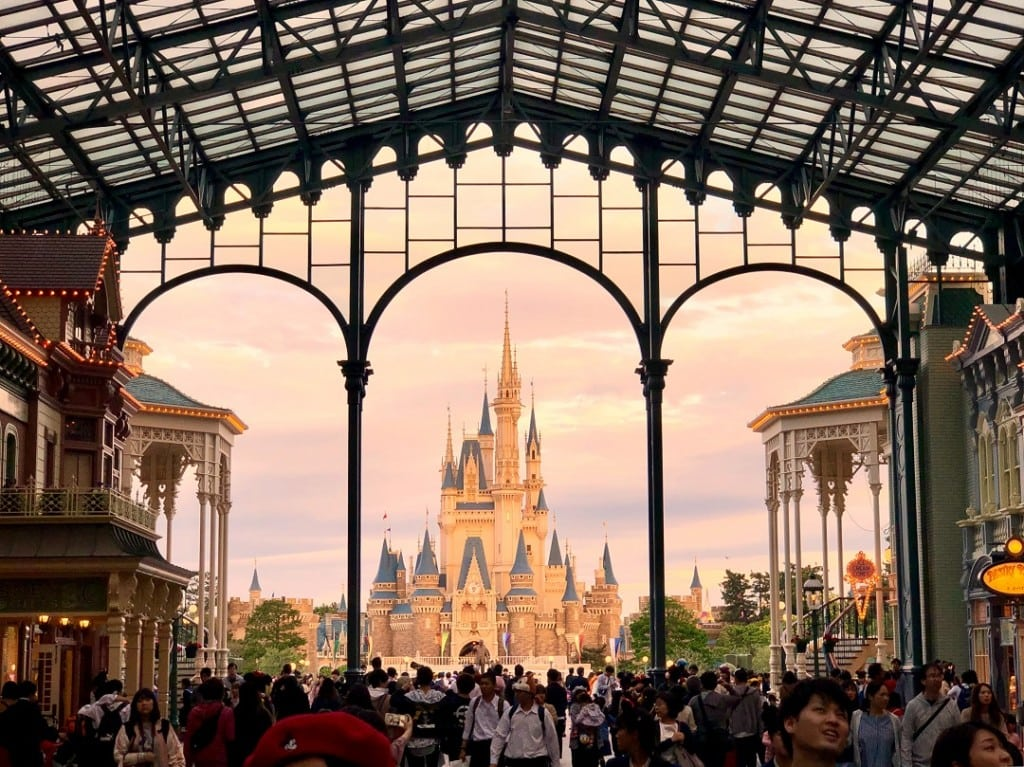 How much does it cost to go to Tokyo Disneyland