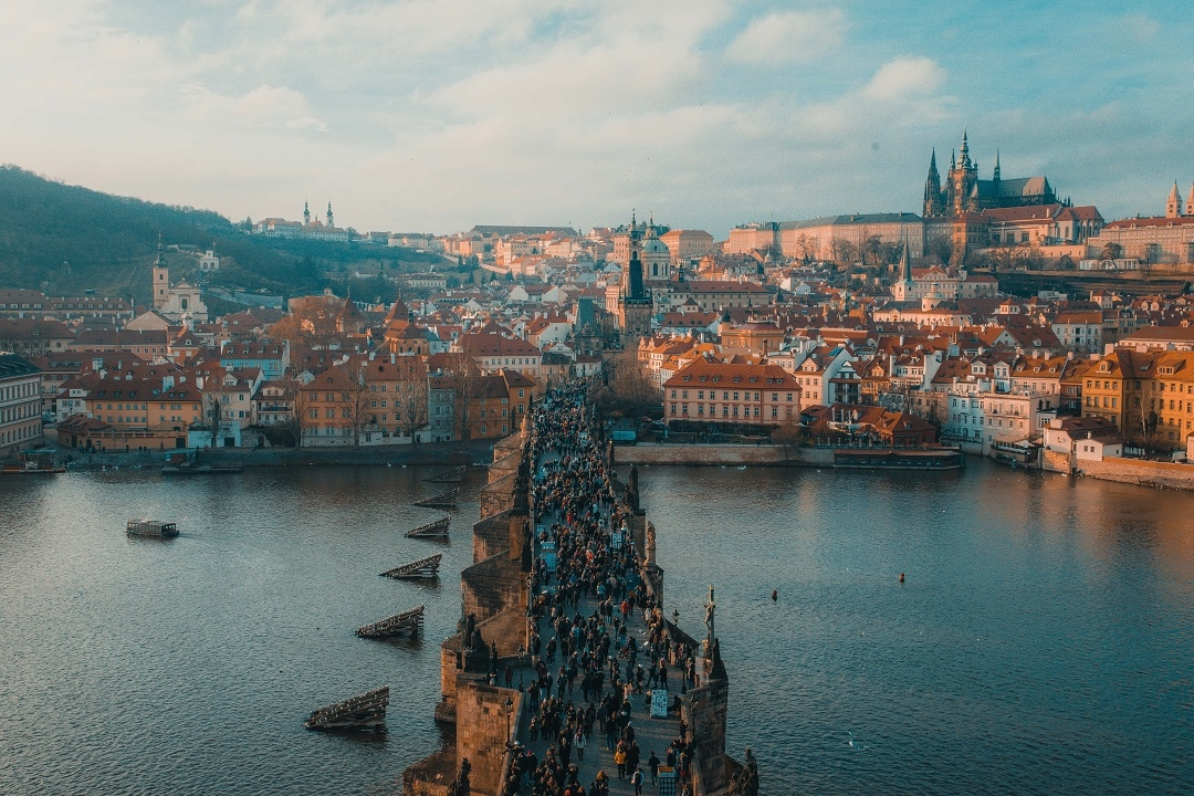 How much does it cost to go to Prague bridge