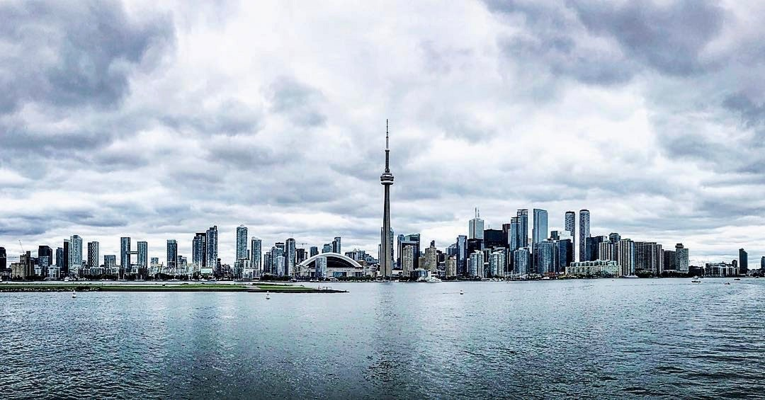 How-much-does-it-cost-to-go-to-Toronto-skyline