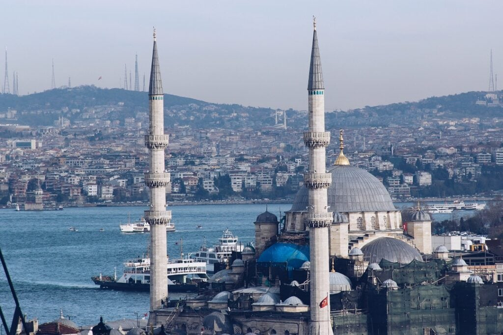 How much does it cost to go to Istanbul